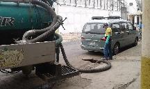 Realizan limpiezas de pozos de aguas servidas