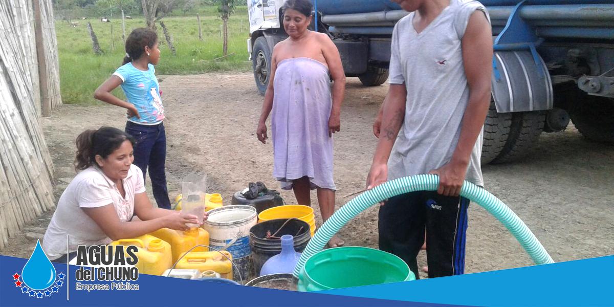 Se sigue con la entrega de agua a los barrios y parroquias en tanqueros