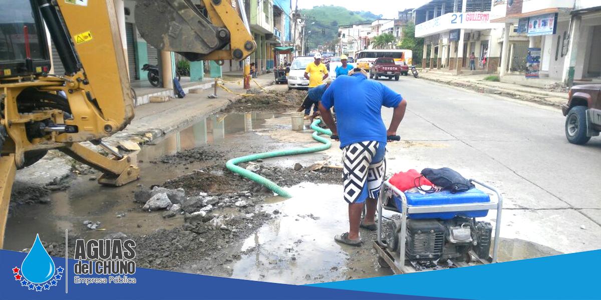 Continúan los arreglos de tuberías del agua potable