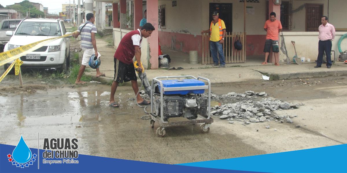 Aguas del Chuno EP repara fugas en la Raymundo Aveiga y amplía red en Tacheve
