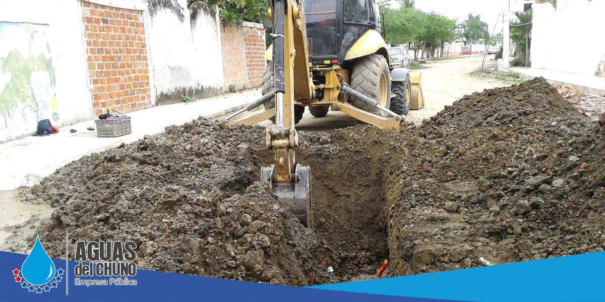 En sector Potrerillo arreglan tuberías de agua potable